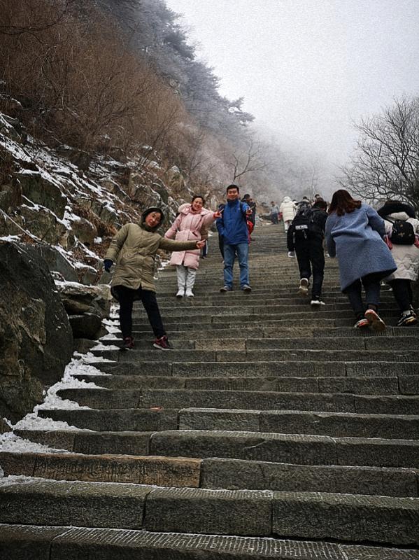 爬泰山2.jpg